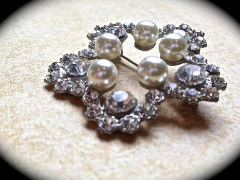 Vintage star shaped pearl brooch   Vintage Jewelry   Scoop.it