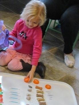 Building basic math skills in preschool: Sorting our math tokens | Teach Preschool | Scoop.it