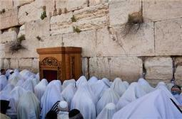 Israel detains women over prayer shawls | Human Rights and the Will to be free | Scoop.it
