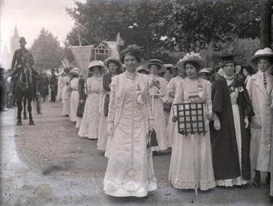 Mujeres en la historia: Fotografiando la Gran Guerra, Christina Broom (1862-1936) | Rafael Borrego Photographer. | Scoop.it