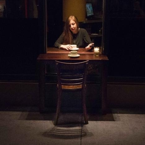 Cette table traverse la vitre d'un restaurant pour favoriser les rencontres | chimie et société Bretagne | Scoop.it