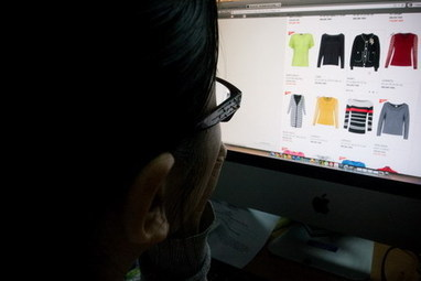 E-commerce clicks, attracts foreign interest - Thanh Nien Daily | E commerce Business Blogs | Scoop.it