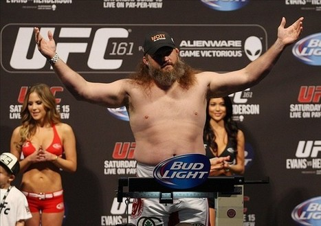 Roy Nelson vs. Mark Hunt would be a bloody brawl - Cage Pages ... | MMA and UFC | Scoop.it