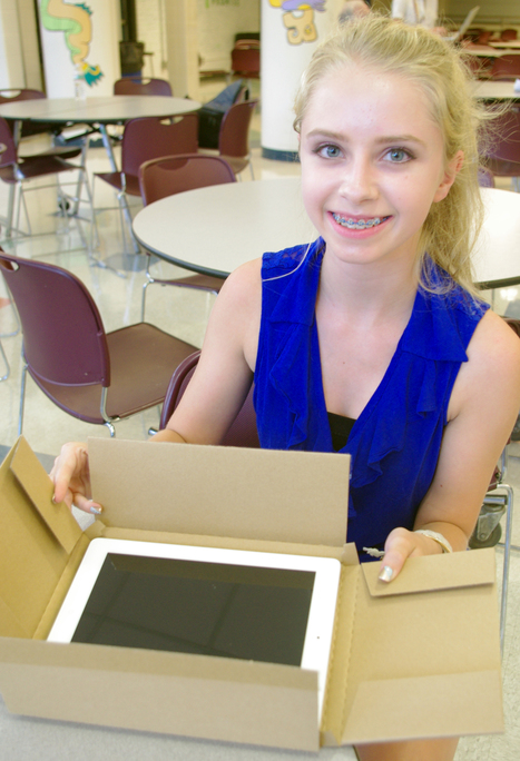 Glastonbury High School students are iPad-equipped for new ... | 1:1 Roll Outs | Scoop.it