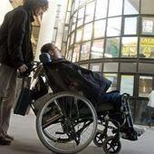 Handicapés et malades, les oubliés de la réforme - Le Monde   handicap et emploi   Scoop.it
