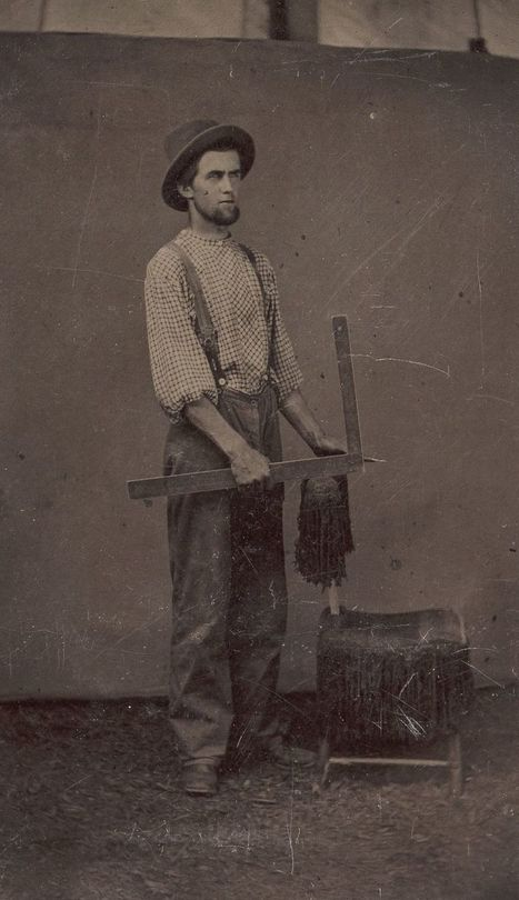 Late 1800s workers pose with the tools of their trades | Navigate | Scoop.it