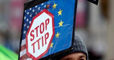 Des activistes remplacent 700 affiches publicitaires du métro par un message anti-TTIP | Brussels nieuws | Scoop.it