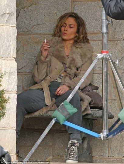 Jennifer Lopez smoking a cigarette on the Atlanta set of Lila & Eve | Blog @ VeryCheapCigarettes.com | Tobacco news | Scoop.it