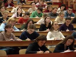 Studenti In Erba: i neodiplomati incerti sul loro futuro:un quinto di loro non sa se iscriversi all'Università o trovarsi subito un lavorosicuro… | Music News Italia | Scoop.it