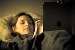 El uso de 'smartphones' y tabletas antes de dormir multiplica los problemas de sueño | La Mejor Educación Pública | Scoop.it