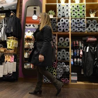 Lululemon lovers buy into healthy lifestyle   Brands and Brand Management. Kate McKenna   Scoop.it