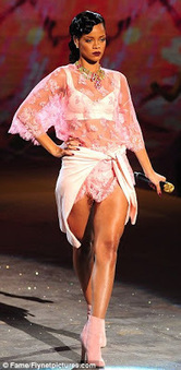 Welcome to Linda Ikeji's Blog: Rihanna at Victoria Secret Fashion Show | apeso_com comercio electronico | Scoop.it