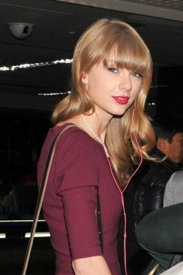 Harry Styles & Taylor Swift Relationship Fake — Making Conor ...   Music Today   Scoop.it