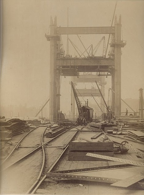 Discovering London: Unseen Images of Tower Bridge Under Construction | GenealoNet | Scoop.it