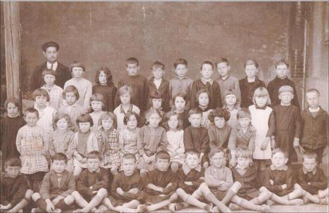Généalogie:Album photos de classe de Charbonnier de 1934 à ... | Histoire Familiale | Scoop.it