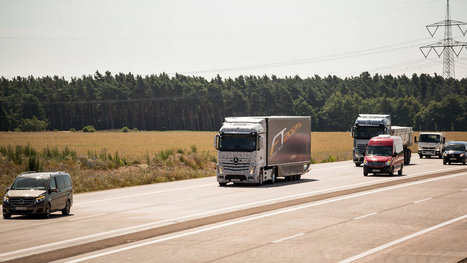 Daimler Demonstrates a Self-Driving Truck | Manufacture and manufacturing design | Scoop.it