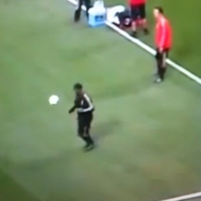 Ronaldinho great touch and ten humiliates his teammate #soccer #sports #football #futbol #music #highlight #talent | soccer | Scoop.it