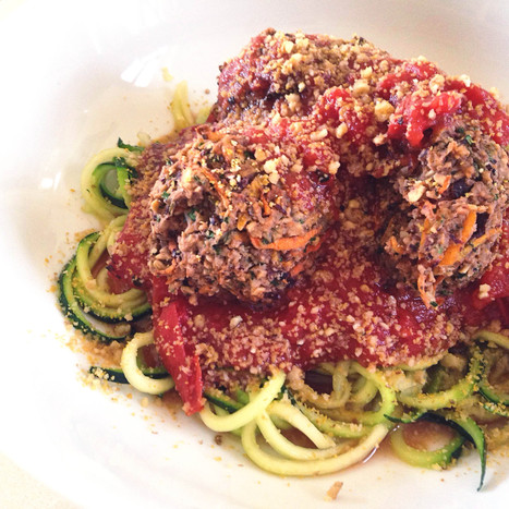 spaghetti & meatballs with a vegan (and gluten free!) twist: zucchini spaghetti and beanballs with fresh marinara  + vegan 'parmesan' cheese | My Vegan recipes | Scoop.it