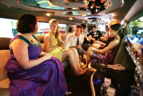 How to Grab Eye Balls on your Prom Night with a luxury limo | Prom Limo Service | Scoop.it