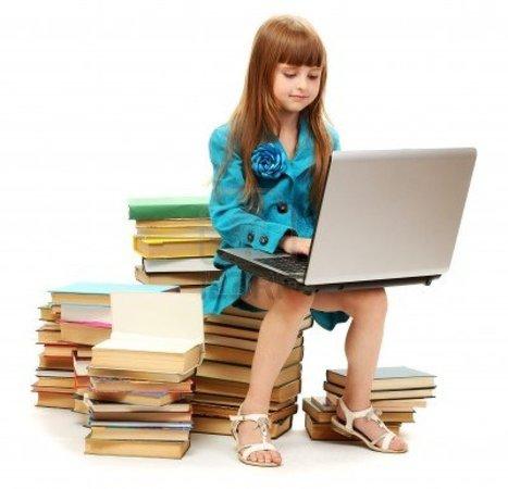 14933670-nina-con-ordenador-portatil-y-los-libros-aislados-en-blanco.jpg (1200x1155 pixels)   Curso #ccfuned: Portafolio Digital en Educación   Scoop.it