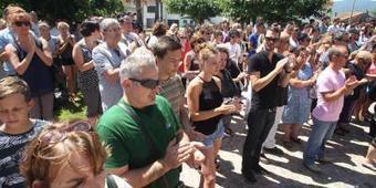 [18/07] PHOTOS. Poignante minute de silence à Puget-sur-Argens, où une famille a été décimée | Puget sur Argens | Scoop.it