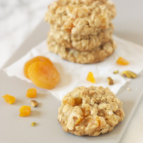 #RECIPE - apricot pistachio oatmeal cookies | The Man With The Golden Tongs Hands Are In The Oven | Scoop.it