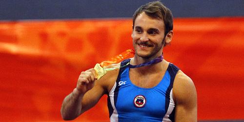 Tomás González y Simona Castro logran oro para Chile en gimnasia artística
