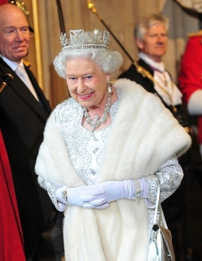La reine Elisabeth II dit oui au mariage gay - Elle   C'est notre jour - L'actu du mariage   Scoop.it