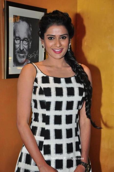 Jenny in Black n White sleeveless Skirt at Meeku Meere Maaku Meme Audio Launch, Actress, Tollywood, Western Dresses | Indian Fashion Updates | Scoop.it