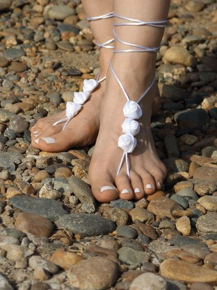 White Barefoot Sandal, Beach Wedding Bare Foot Sandles with Roses, Hippie Boho Dance Nude Shoes, Yoga Anklet Jewelry by Elvish Things | Weddings | Scoop.it