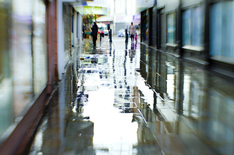 Wet rainy streets add a whole new dimension to... | Photography | Scoop.it