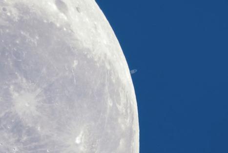 Watch Saturn Slip Behind the Moon | Holotúria | Scoop.it