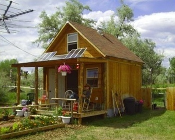 Lamar's Small Off Grid Solar Cabin | Small Houses and Sustainable Architecture | Scoop.it