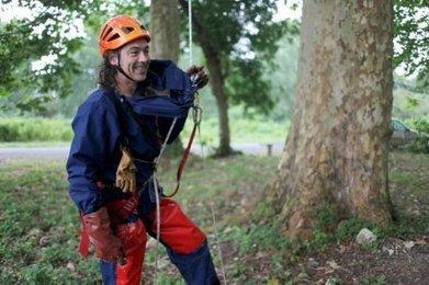 Charente : il chasse les frelons asiatiques et les cuisine | Apiculture et protection de l'environnement | Scoop.it