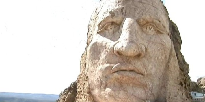 Le Crazy Horse Memorial, la réponse amérindienne au Mont Rushmore | France Info | Kiosque du monde : Amériques | Scoop.it