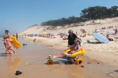 La plage accessible à tous - Sud Ouest   Accessibilité et handicap ; quoi, quand, comment, ...   Scoop.it