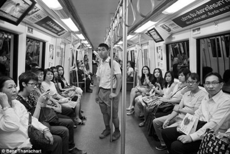 Photographer startles subway riders by shouting at them and captures their puzzles reactions on film | What's new in Visual Communication? | Scoop.it