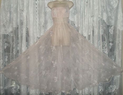 Another Sheer Delight That's An Eye-Full! | Antiques & Vintage Collectibles | Scoop.it