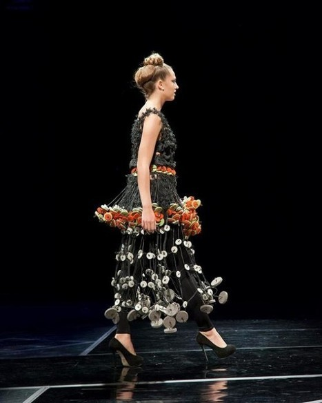 Designer Creates Fashionable Dresses Out of Thousands of Colorful Rubber Bands | Strange days indeed... | Scoop.it