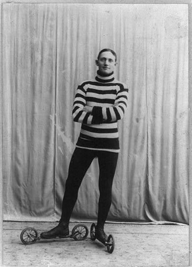 Roller skating, c.1905-1913   GenealoNet   Scoop.it