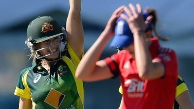 Women's Ashes 2014: Australia beat England to keep series alive - BBC Sport | lIASIng | Scoop.it