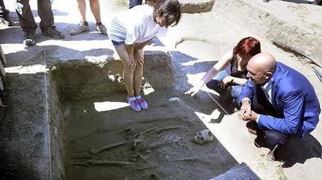 Hallan cuatro sepulturas del siglo V en las Villas Romanas de Almenara-Puras   LVDVS CHIRONIS 3.0   Scoop.it