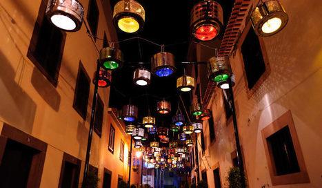 Portugal : des citoyens recyclent 130 machines à laver en guirlandes de lumières | Remue-méninges FLE | Scoop.it