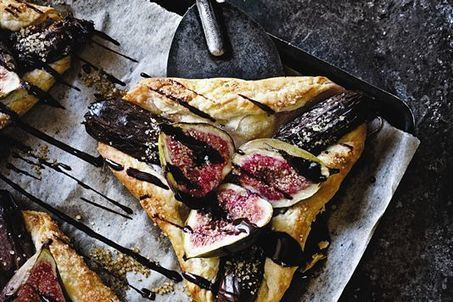 Fig and date tart with cumin-chocolate syrup recipe | Candy Buffet Weddings, Events, Food Station Buffets and Tea Parties | Scoop.it