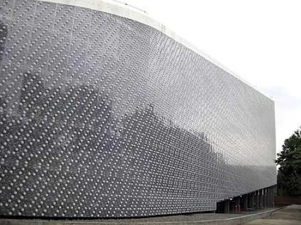 Ecoark: Un edificio hecho con 1,5 millones de botellas de plástico recicladas   Noticias de ecologia y medio ambiente   EcoPaideia   Scoop.it