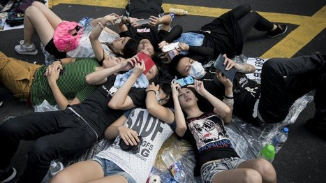 How Hong Kong Protesters Are Connecting, Without Cell Or Wi-Fi Networks   Peer2Politics   Scoop.it