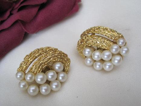 Vintage Crown Trifari Pearl Wedding Earrings | Etsy Vintage | Scoop.it