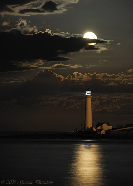 The moon and the lighthouse....   365 Inmo   Scoop.it