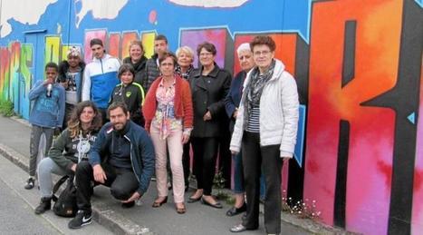 La façade du Secours populaire de Bellevue a pris de la couleur grâce à la maison de quartier | Initiatives solidaires | Scoop.it