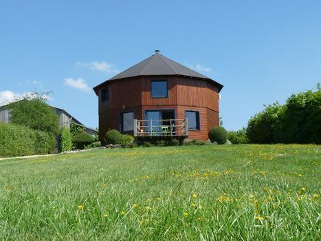 La Maison ronde et ses cahutes en bois | Où dormir dans le Pays Châtelleraudais et alentours | Scoop.it